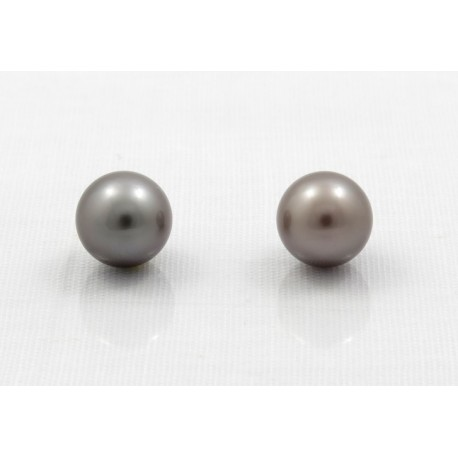 Pair of round pearls