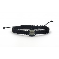 Macrame bracelet with a black pearl